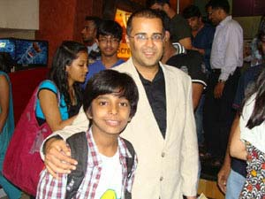 Chetan Bhagat congratulates Harsh for I am Kalam