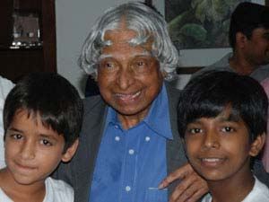 Former Indian President Dr. APJ Abdul Kalam congratulates Smile Team for making I am Kalam