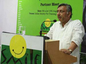 Mani Shankar Aiyar, Union Minister of Panchayati Raj, formally launching SMILE Twin e-Learning Programme in New Delhi
