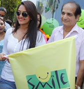 Sonakshi Sinha�inaugurates the Smile on Wheels project
